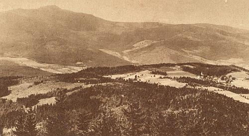 Pohled od Můstku na Hojsovu Stráž a Ostrý