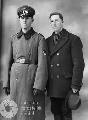 Vpravo je zřejmě zachycen právě bratr Alois (viz i  níže)