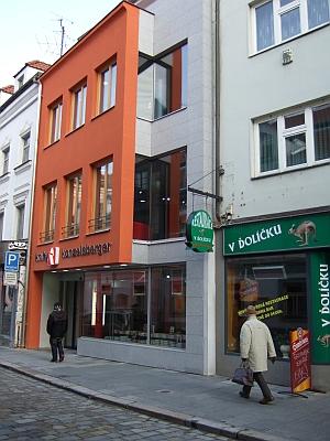 """Začátkem roku 2009 byla tu dokončena stavba """"Domu knihy"""""""