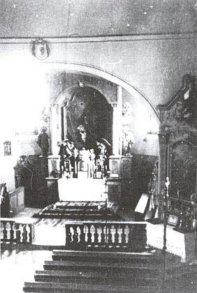 Interiér prášilského kostela na snímku z roku 1934