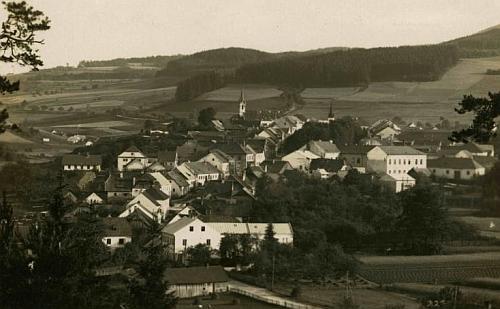 Vyšší Brod na pohlednici českokrumlovského fotografa Josefa Wolfa z let jejího narození