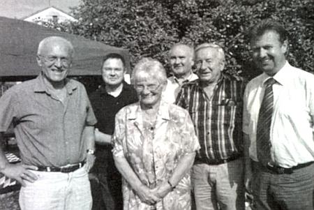V kruhu krajanů a obecních představitelů přijímá v roce 2012 gratulaci ke svým osmdesátinám