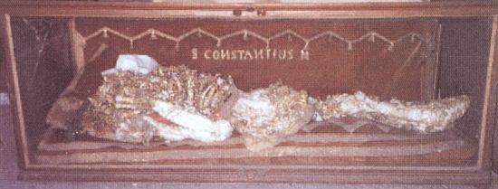 Skleněná skříň s římskými ostatky sv. Konstantina