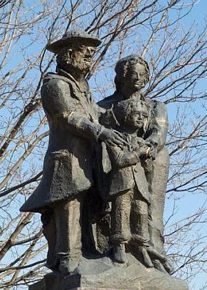 Jeho památník německých přistěhovalců z Čech v New Ulm, USA...