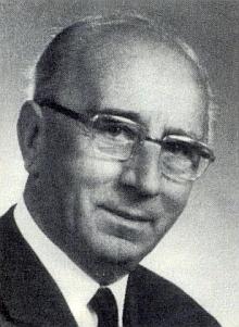 """Její manžel, """"vrchní medicinální rada"""" MUDr. Karl Hager (1899-1990) se zabýval německým nářečím okolí Malont, kde v Deskách strávil své dětství"""