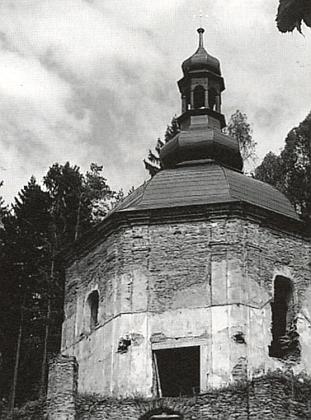 V roce 2015 se poutní kaple dočkala nové střechy - více o průběhu rekonstrukce na webu Zničené kostely