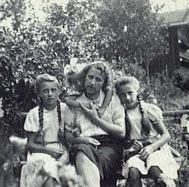 S dcerami Elfi, Trudi a Rosemarie roku 1941