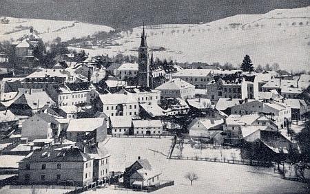 Kašperské Hory v zimě na staré pohlednici