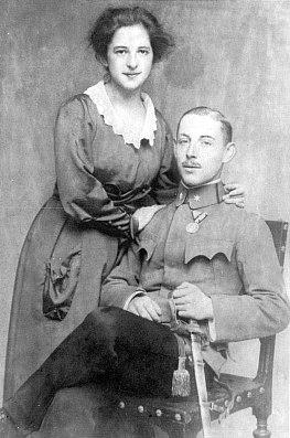 Svatební fotografie jeho rodičů