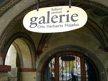 Vývěsní štít Kulturního centra O.H. Hajeka v Prachaticích...