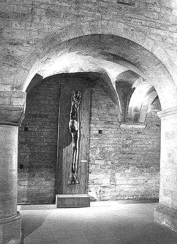 Kristus ze Šumavy - Hajekova plastika v bazilice svatého Jiří na Pražském hradě