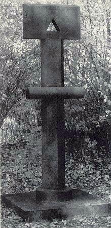 """Jeho """"socha pro město"""" nazvaná Zobrazení pro Prachatice, odhalená v říjnu 1998 v parčíku u prachatického gymnázia"""