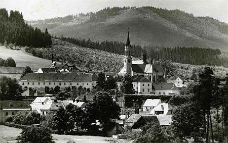 Vyšebrodský klášter na pohlednici z doby jejího narození