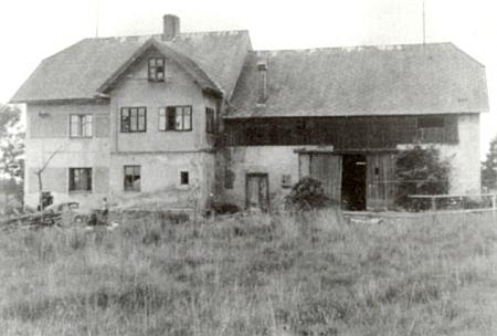 """Dům Halletzových čp. 43 """"in der Au"""" v místní části obce Křišťanov, zvané Hüttstatt"""