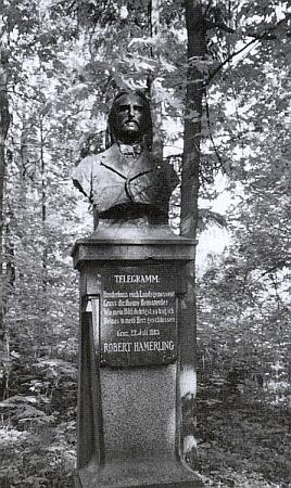 Busta Hamerlingova od Hanse Brandstettera, vztyčená roku 1883 na Spolkovém vrchu v rakouském Schremsu