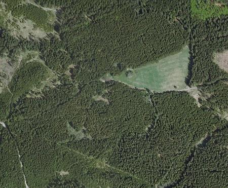 Zaniklé Janovy Hutě blízko Stříbrných a Skelných Hutí (viz i Johann Brezina) na leteckých snímcích z let 1952 a 2008