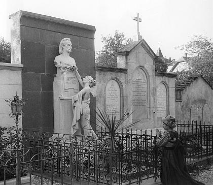 Hrob na hřbitově u Sv. Leonarda (Friedhof St. Leonhard) ve Štýrském Hradci na snímku z roku 1912