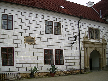 Pamětní deska připomínající jeho pobyt na zámku v Třeboni