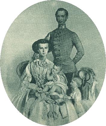 Malý princ Rudolf na klíně své matky, císařovnyAlžběty