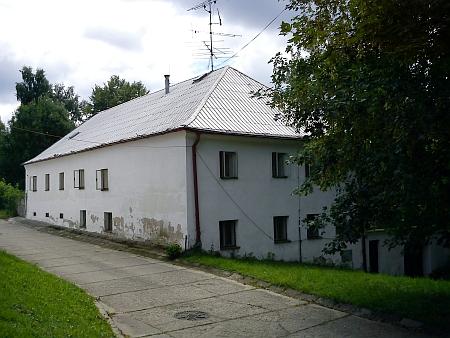 Jeden z částečně zachovaných původních radslavských domů
