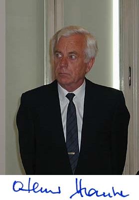 Při předávání krajanské ceny Gratias agit v Černínském paláci v Praze v červnu roku 2005