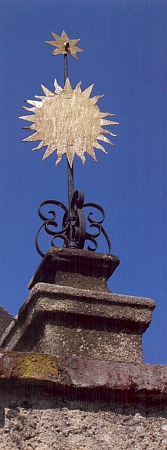 Z jejího rodného Plešivce vedla kdysi k poutnímu kostelu v Kájově i tzv. Růžencová cesta, z níž se dochovala jediná vrcholová ozdoba kdysi 15 božích muk, a to v Kájově, zachycená na snímku z roku 2008 - stav božích muk na Plešiveckém náměstí v roce 1948 zachytil kresbou Bohuslav Coufal...