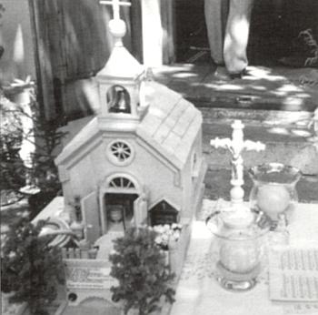 Model kaple v Klášterci, který v roce 2004 zhotovil Ludwig Pösl (1924-2005), k jehož nekrologu Rupert Hany tento snímek připojil