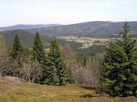 Pohled od někdejší Zelenohorské Huti k Srní