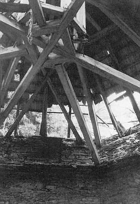 Stav poutní kaple na snímcích Josefa Steiningera z roku 1988, které doprovázejí článek o votivním obraze z ní (viz i Hilde Hager-Zimmermannová a Valentin Schmidt)