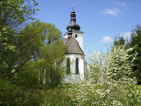 Cetvinský kostel na jaře 2013