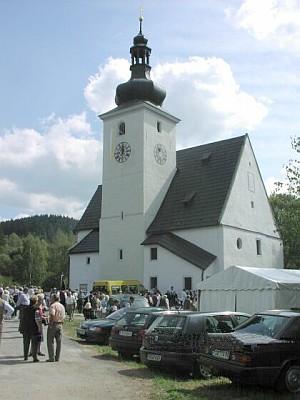 Při znovuvysvěcení kostela místo alespoň načas ožilo
