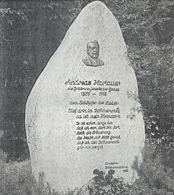 Pamětní kámen tvůrci šumavské hymny dal vztyčit při obci Mauth nemecký Böhmerwaldbund