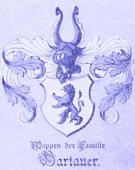 Znak rodu Hartauerova má modrobílou kombinací svých barev naznačovat bavorské kořeny, dvouocasým českým lvem pak zemi, kde se uchytily