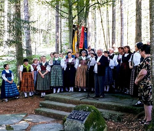 Hovoří u památníku Šumavanů v Lackenhäuser roku 2018