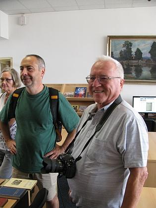Další snímek z českobudějovické návštěvy jej zachycuje s manželkou Sonjou aspisovatelem Martinem Sichingerem