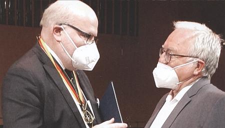 """V době """"koronakrize"""" rozmlouvá na 71. sudetoněmeckém sněmu v Mnichově s Danielem Hermanem"""