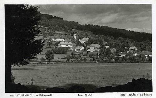 Prášily na meziválečné pohlednici Josefa Wolfa