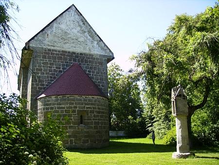 Další snímky románského kostela z 12. století ve staré Weitře