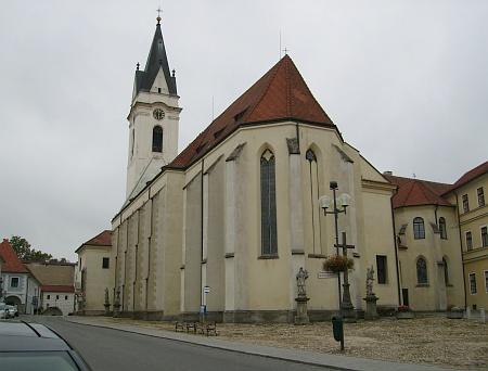 Třeboňský kostel Panny Marie Královny a sv. Jiljí, kde byl pochován