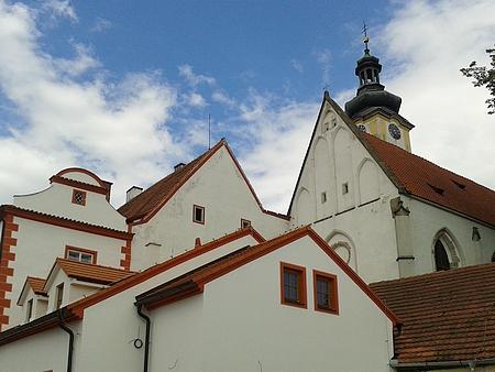 Borovanský augustiniánský klášter, kde byl administrátorem, na dvou snímcích z roku 2015