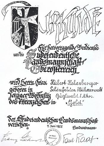 Dokument k udělení zlatého čestného odznaku Sudetoněmeckého krajanského sdružení v Horním Rakousku z roku 1985