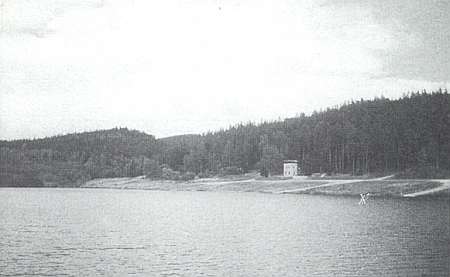 Rodná Loutka, kdysi idylická ves v údolí Louteckého potoka, je dnes způli pod hladinou vodní nádrže, zřízené na území tankového cvičiště (viz i Maria Agathe Bernkopfová)