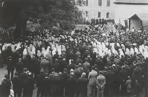 Svěcení zvonů dně 13. září 1924 v Jablonci vykonal Paulus Heinrich za přítomnosti 6 kněží - kázání měl tehdejší kaplan ve Chvalšinách FranzHeidler