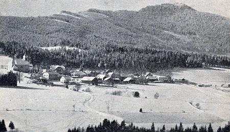 Hojsova Stráž v zimě na staré pohlednici