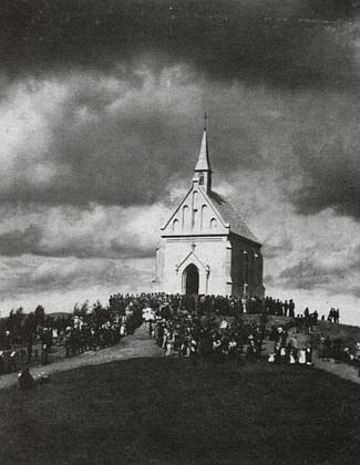 Vzácný snímek svěcení kaple sv. Felixe, vystavěné v roce 1897 podle plánů Josefa Mockera