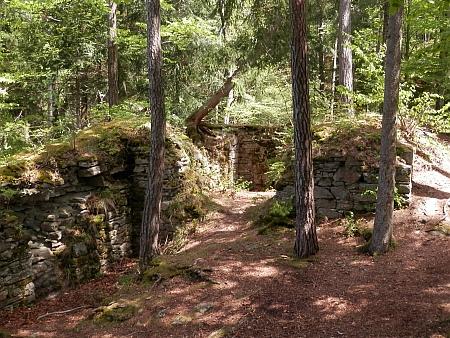 Zřícenina hradu Sokolčí (viz i Karl Strobl)