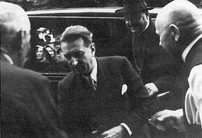 Při vítání československého ministra informací Erwina Zajičeka (byl Němec národností) a českobudějovického biskupa Šimona Bárty na hořických pašijových hrách roku 1936 (P. Heinrich zcela vpravo)