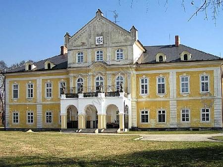 Tady na zámku Nová Horka (Neuhübl) v okrese Nový Jičín zemřel