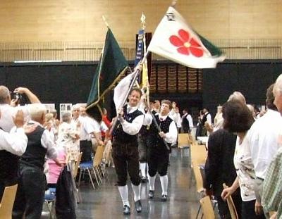 Starý prapor Böhmerwaldjugend je tu vnášen roku 2009 na spolkové setkání DBB (Deutsche Böhmerwaldbund)