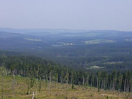 Pohled z Knížecího stolce na Arnoštov (uprostřed snímku)
